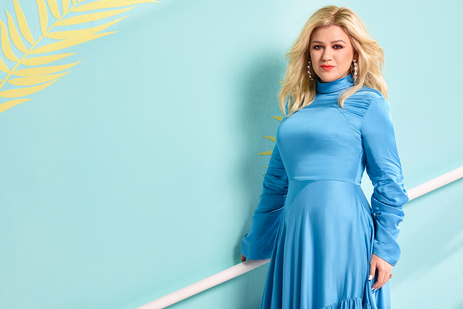 Kelly Clarkson Jokes That New Voice Promo Picture Makes It Look as If She's Had a 'Boob Job'