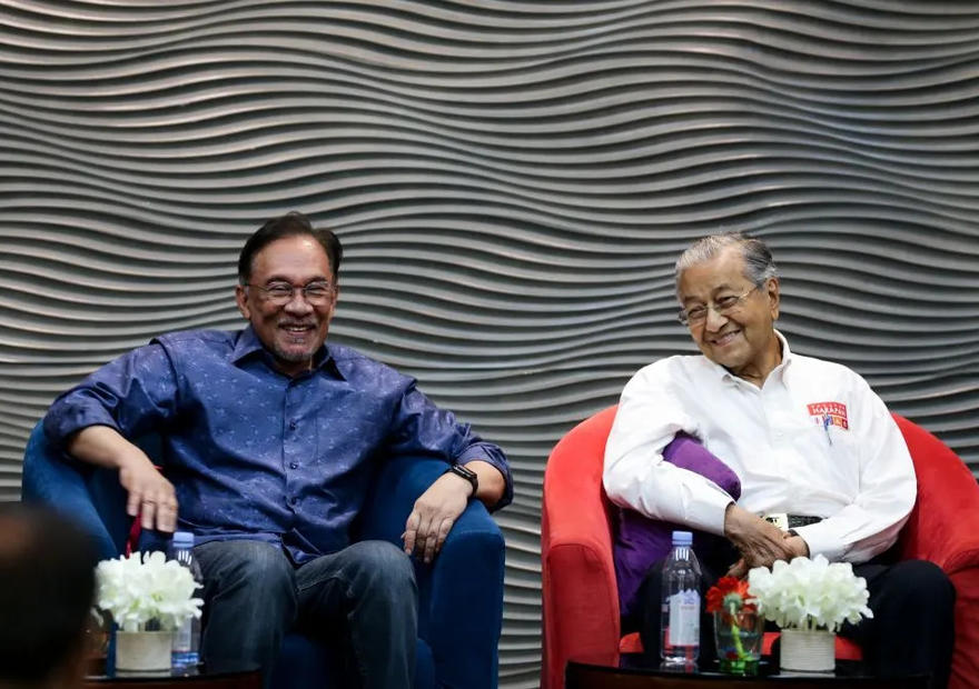 Anwar to meet Mahathir following rumours of attempt to form backdoor government