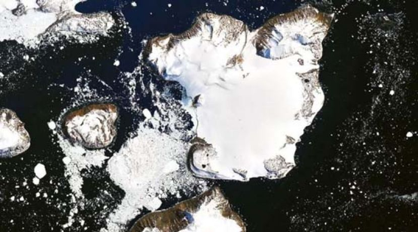南极小岛鹰岛积雪 10天融化20%