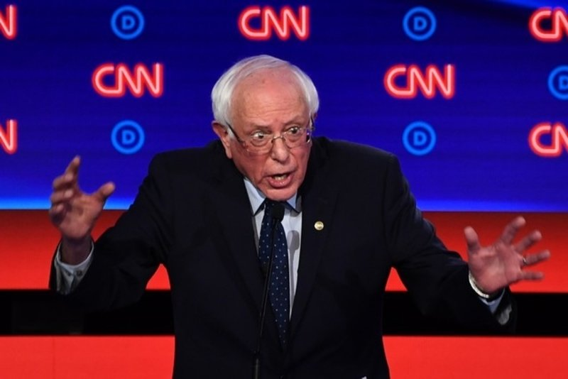 Sanders comes under fire for defending Cuba, Castro