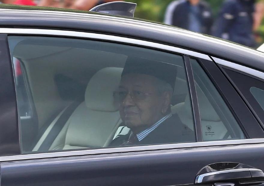 Malaysia's Mahathir returns as interim PM amid political uncertainty