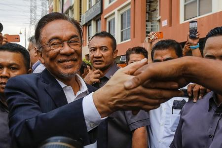 Mahathir wants unity govt but Anwar says he has support to be PM