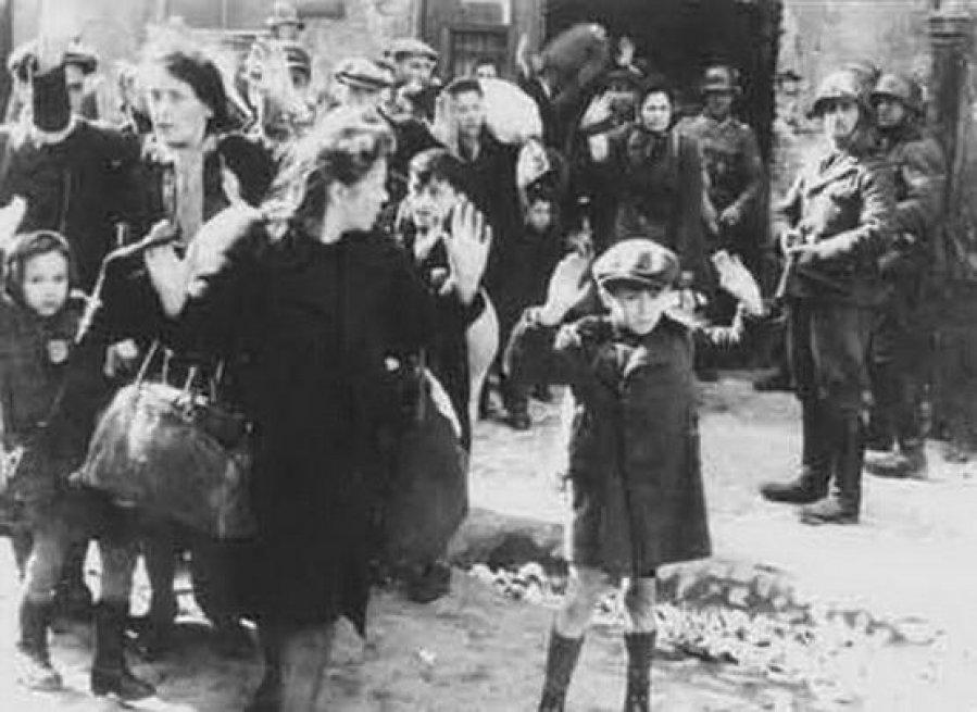 二战教宗机密档案公开 或阐明大屠杀沉默原因