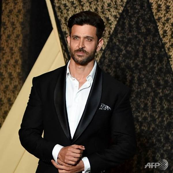 Bollywood star Hrithik Roshan ready for Hollywood, signs with US agency