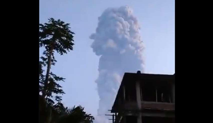印尼默拉比火山剧烈喷发
