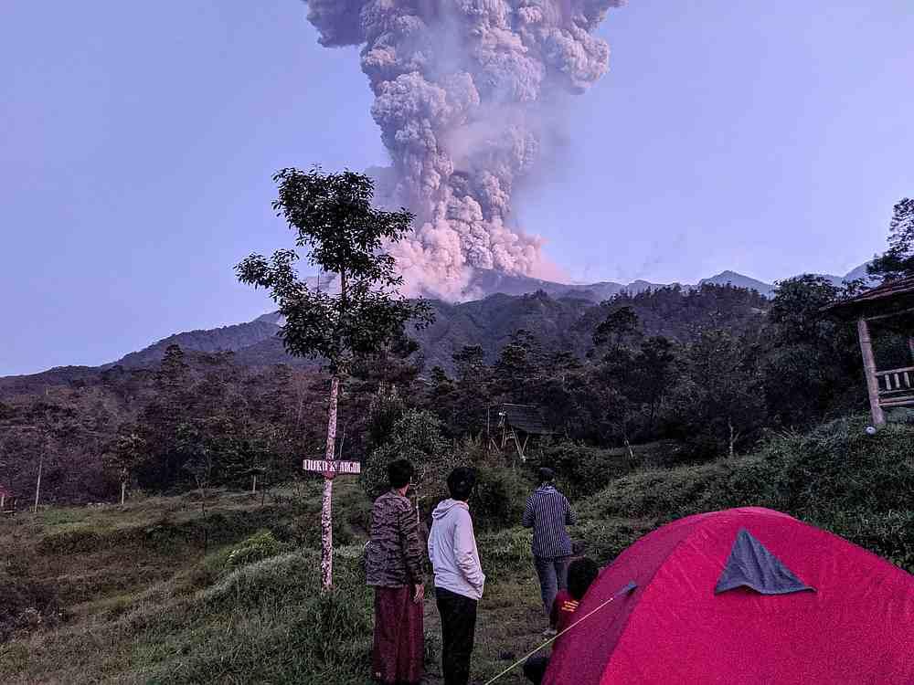 Erupting Indonesian volcano spews massive ash cloud