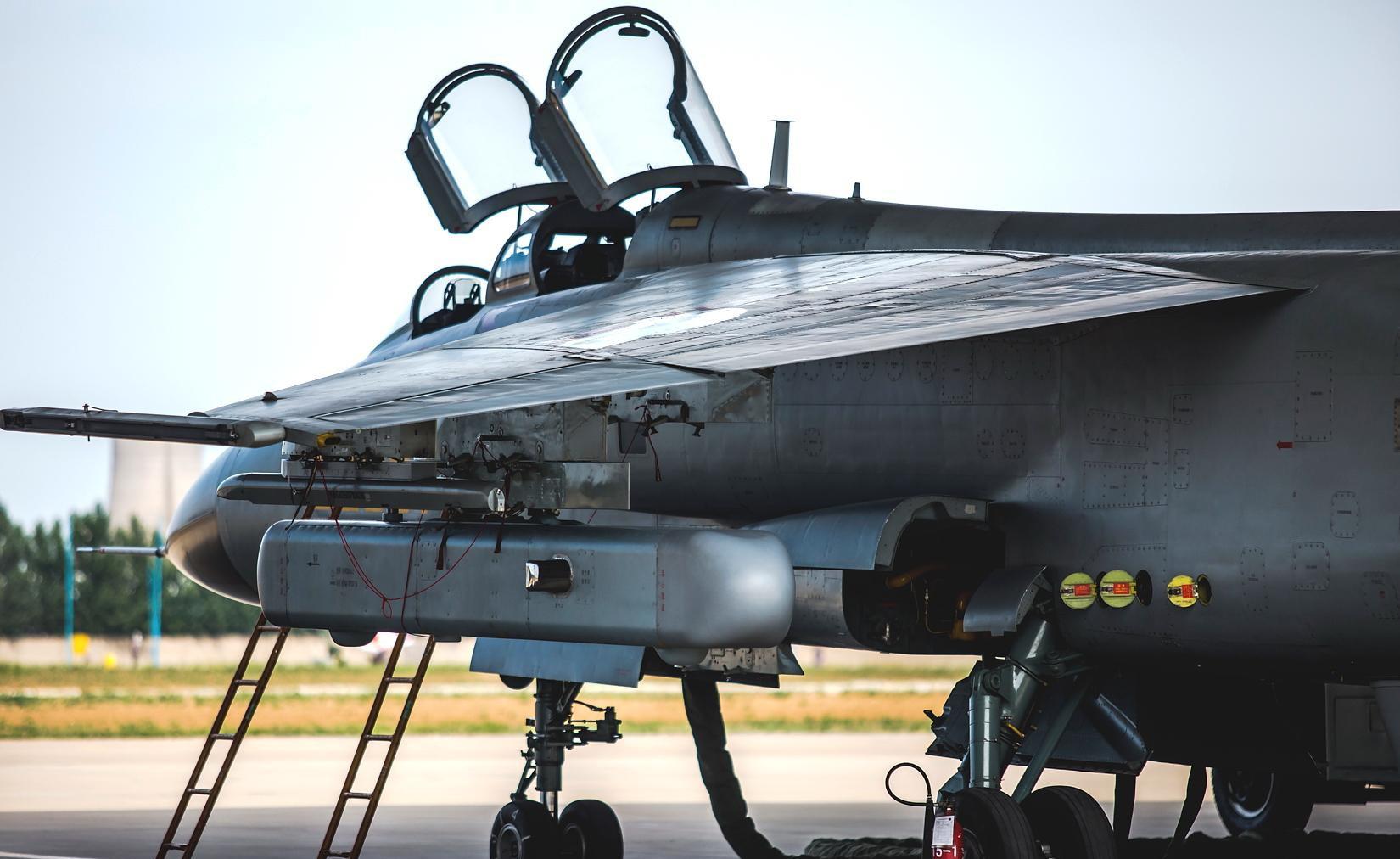 """歼轰-7A""""飞豹"""":对地攻击是本行,海空功勋卓着"""