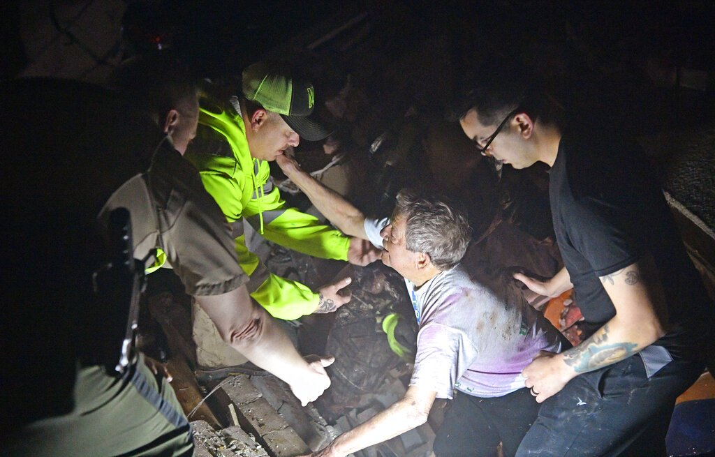 25 dead after tornadoes tear through Tennessee