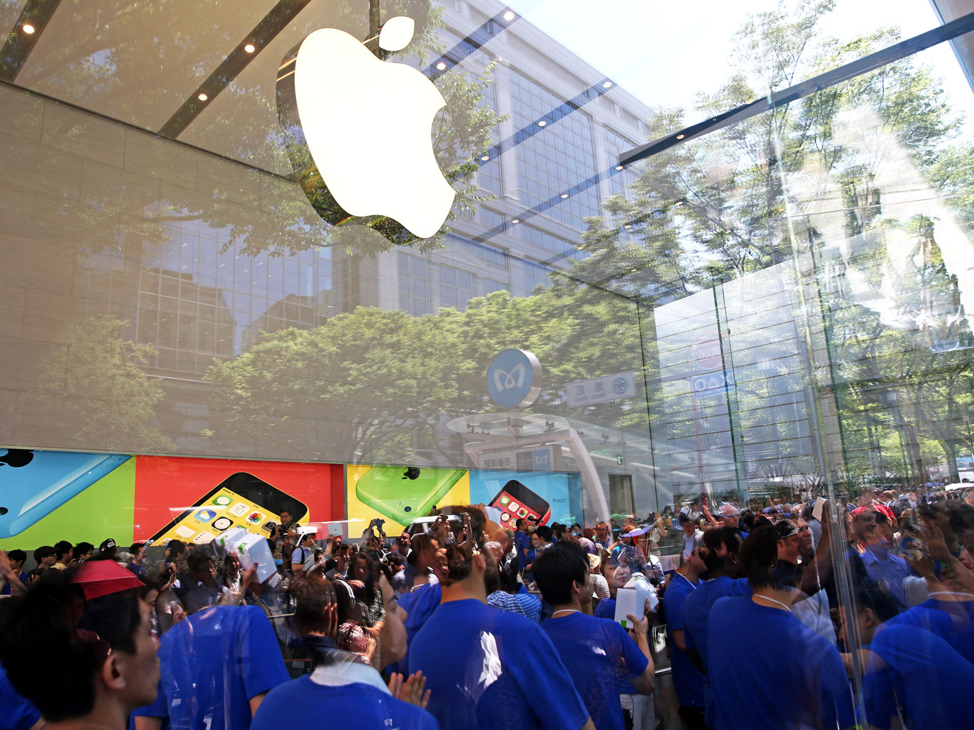 Apple is telling retail store workers to expect a limited supply of replacement iPhones for the next several weeks