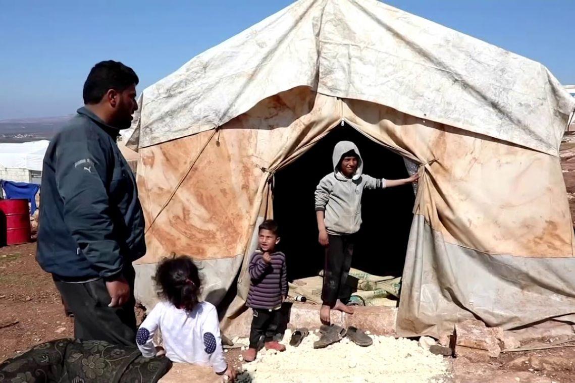 Greece blocks 35,000 migrants, plans to deport new arrivals