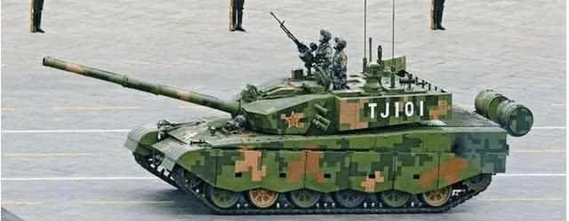 原创 中国99式坦克为什么挂两个大铁桶?而美军坦克上却没有
