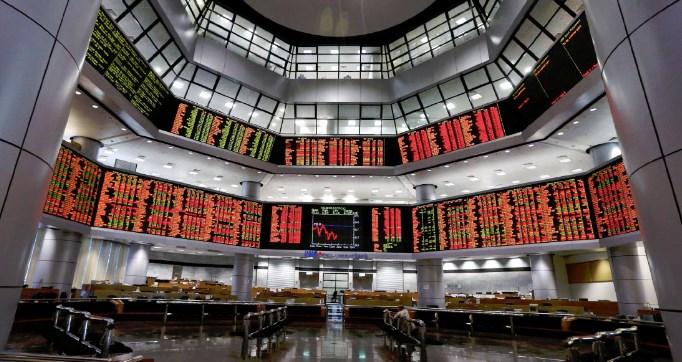 油市暴跌引骨牌效应 令吉兑美元跌破4.20