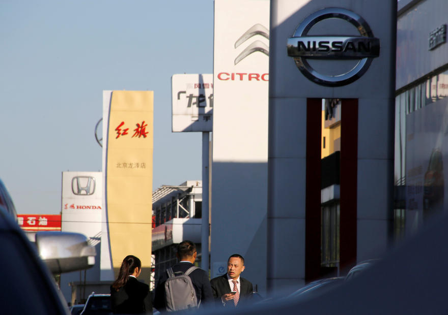 Automakers' sales sink in China due to coronavirus epidemic
