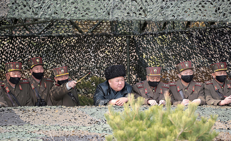 金正恩指导军方火箭炮射击比赛 本月第三次露面