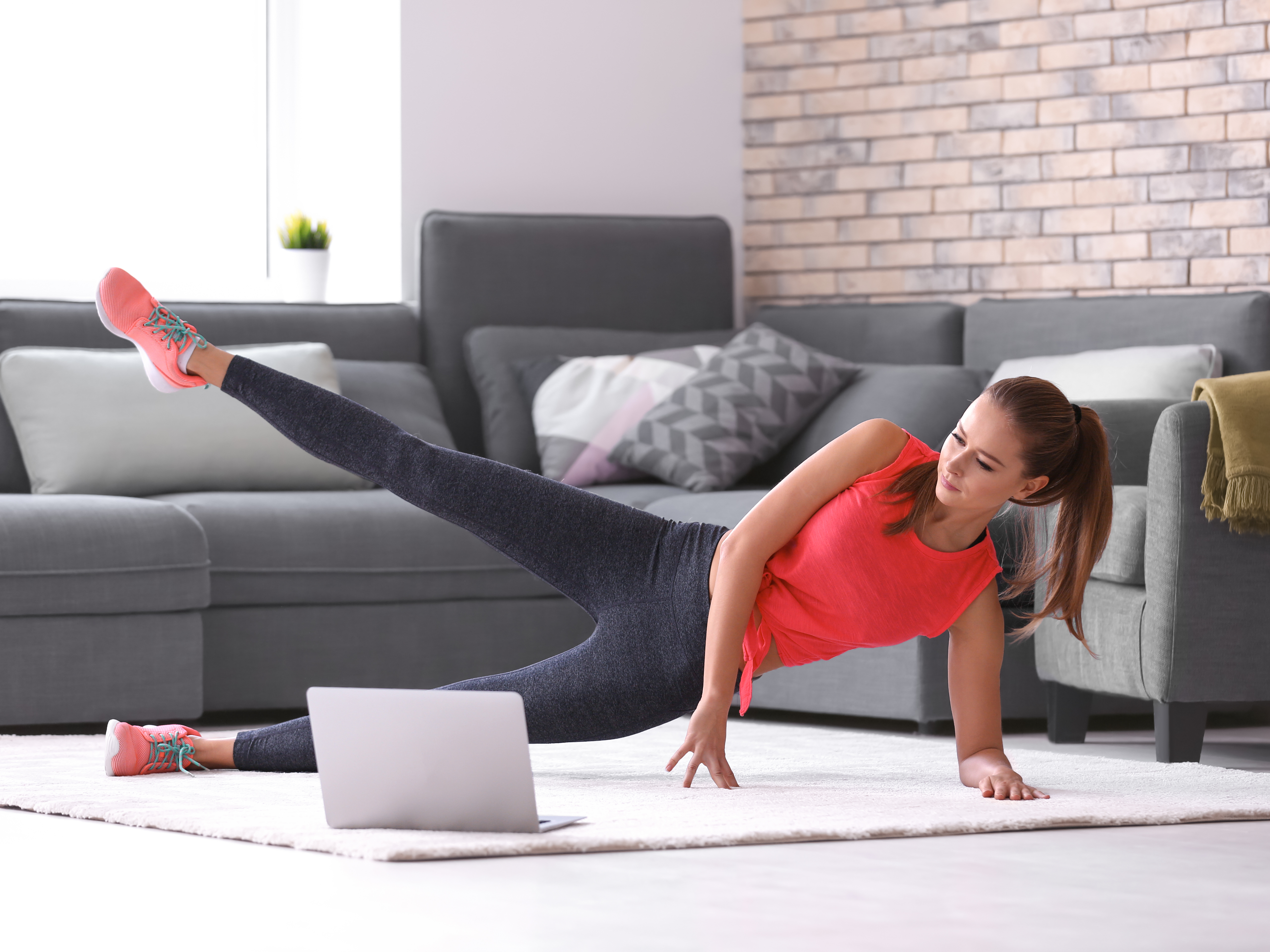 How to sculpt abs and burn belly fat without leaving your home