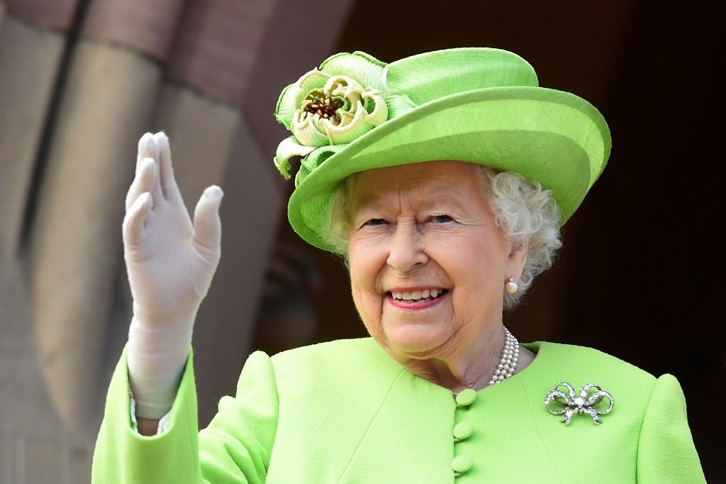 """英媒:英女王将亲自致电哈利王子进行""""和平谈判"""""""
