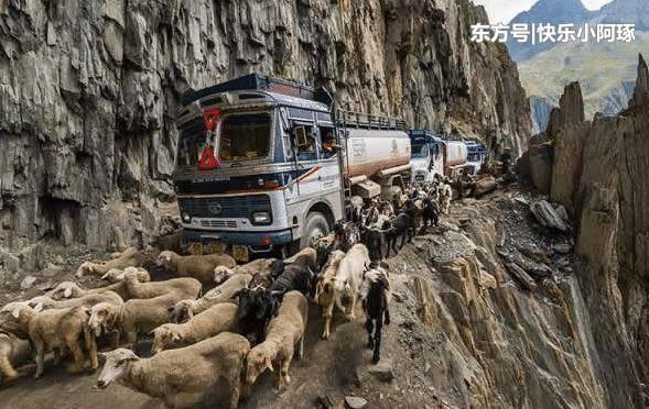 印度最危险公路,海拔3528米最窄处仅3米,错车成老司机噩梦
