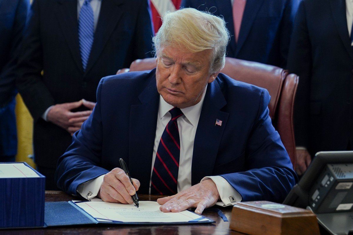 Donald Trump signs US$2 trillion coronavirus package after last-minute drama in House