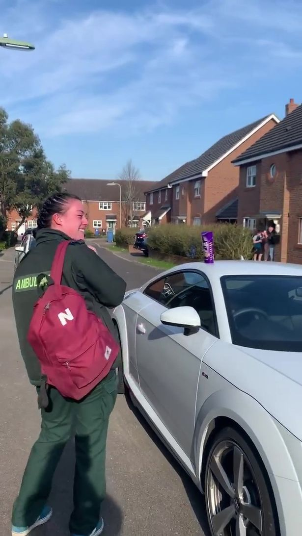 Coronavirus: Paramedic bursts into tears when her whole street claps as she goes to work