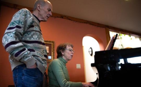 美国一合唱团排练致45人确诊或出现症状 2人已死亡