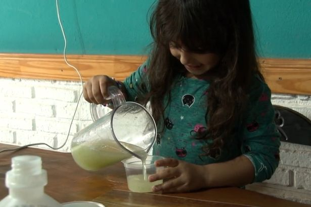 Father and daughter make hand gel from aloe vera to give away amid coronavirus outbreak