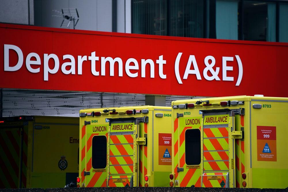 英国医生收到指南:可以摘下老年患者呼吸机,给生存希望更大的患者用