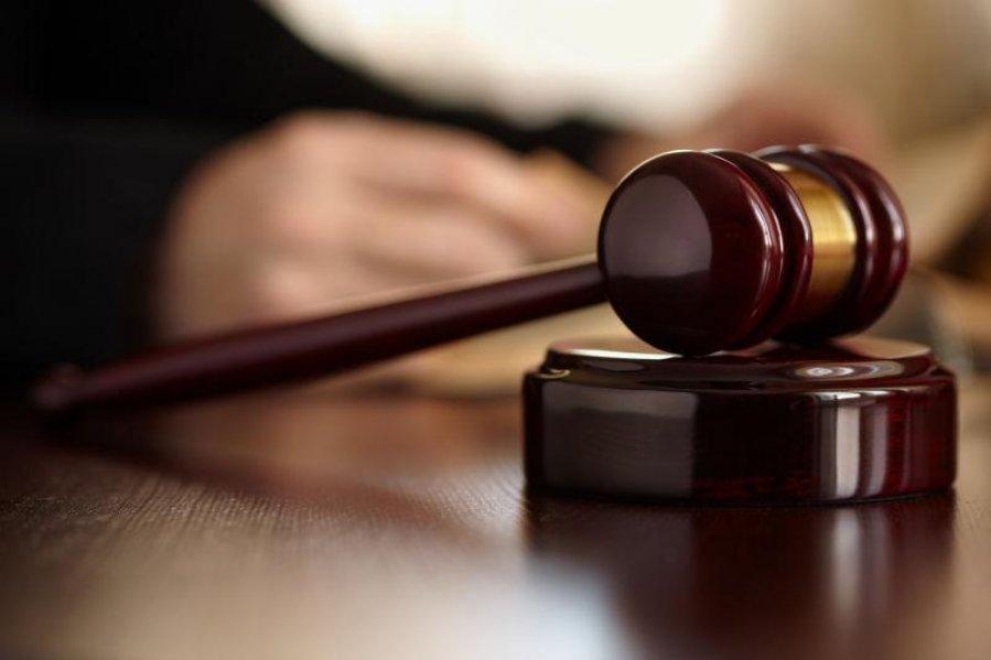 刺伤女儿被控企图谋杀 吸毒父认罪监10年