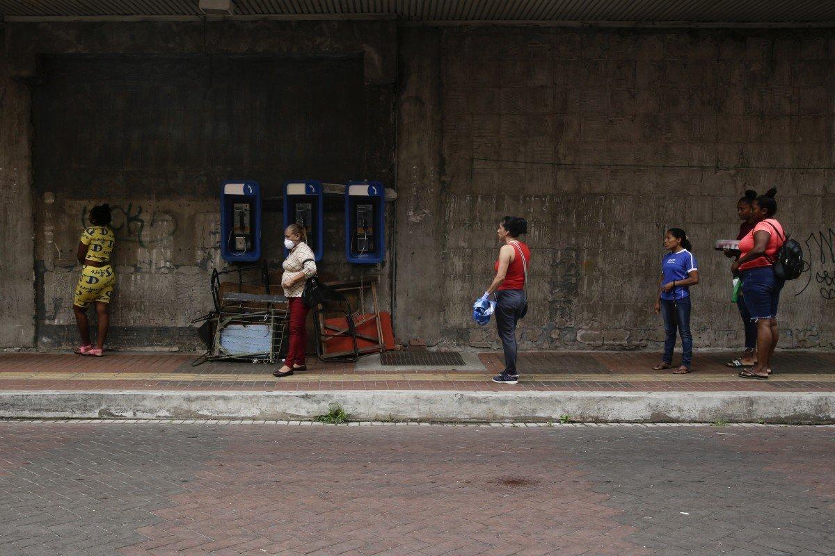 Coronavirus: Panama's lockdown rules stoke fears of discrimination in the transgender community