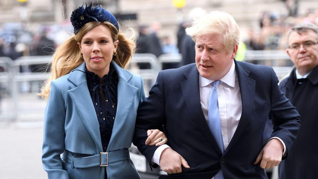 外媒:英国首相未婚妻出现新冠肺炎症状 但尚未检测