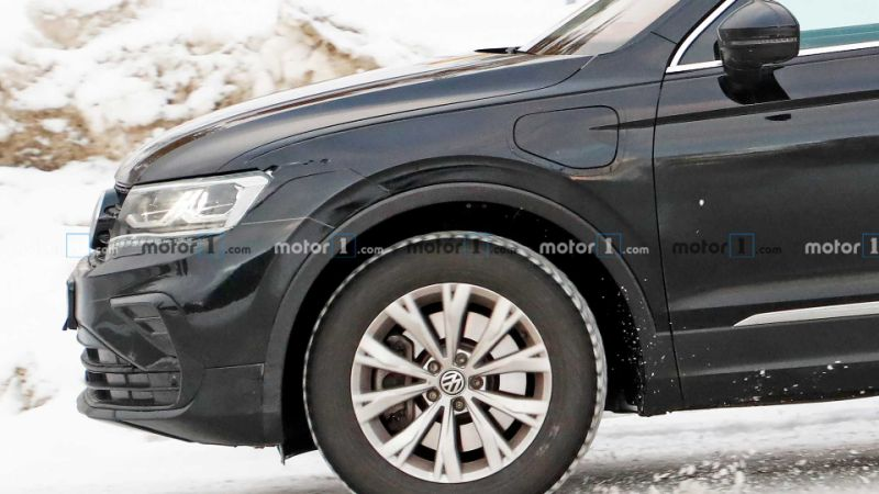 2021 VW Tiguan GTE plug-in hybrid spied hiding facelift