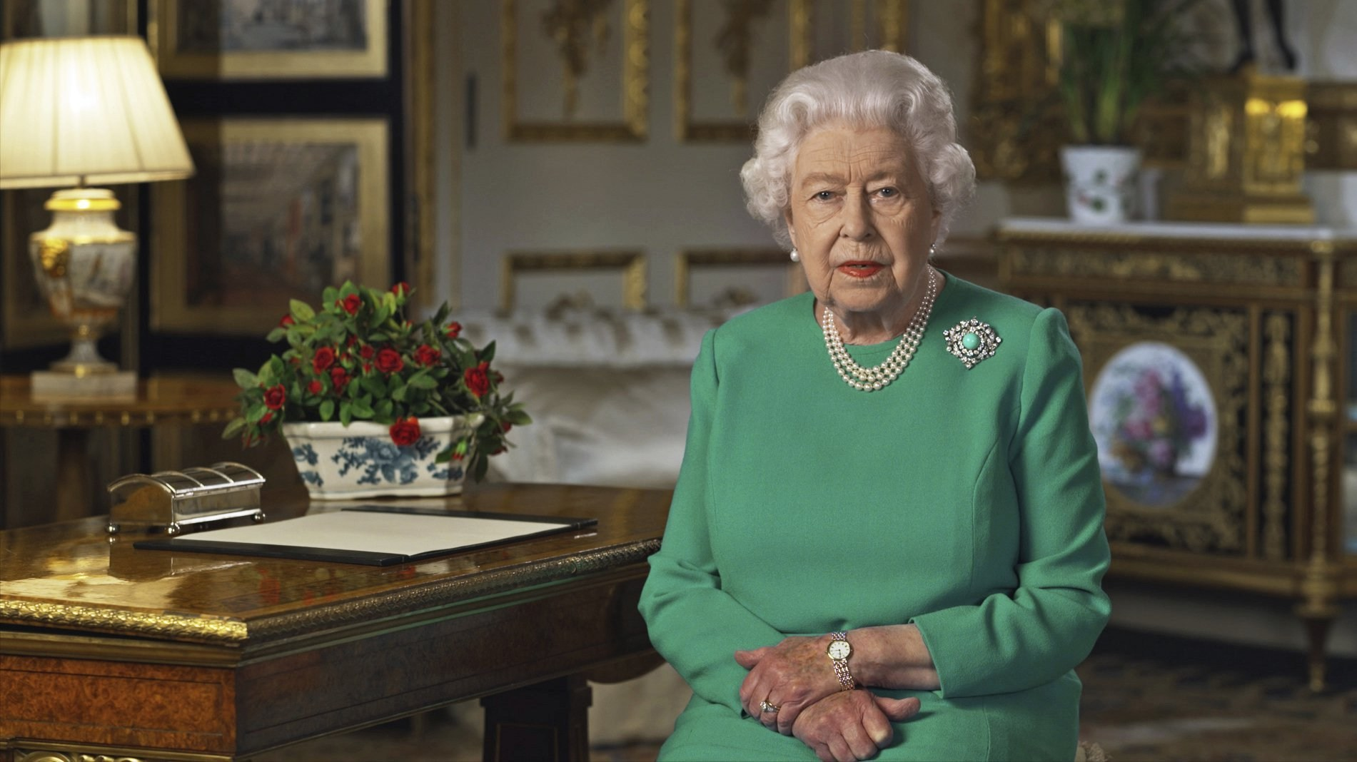 Queen declares UK 'will succeed' in coronavirus battle as she calls for wartime spirit