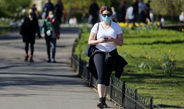 Coronavirus crisis: Macron government accused of sending mixed messages about face masks
