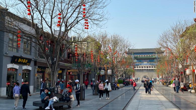 Chinese tourist sites packed as country comes out of lockdown, but experts say risk still high