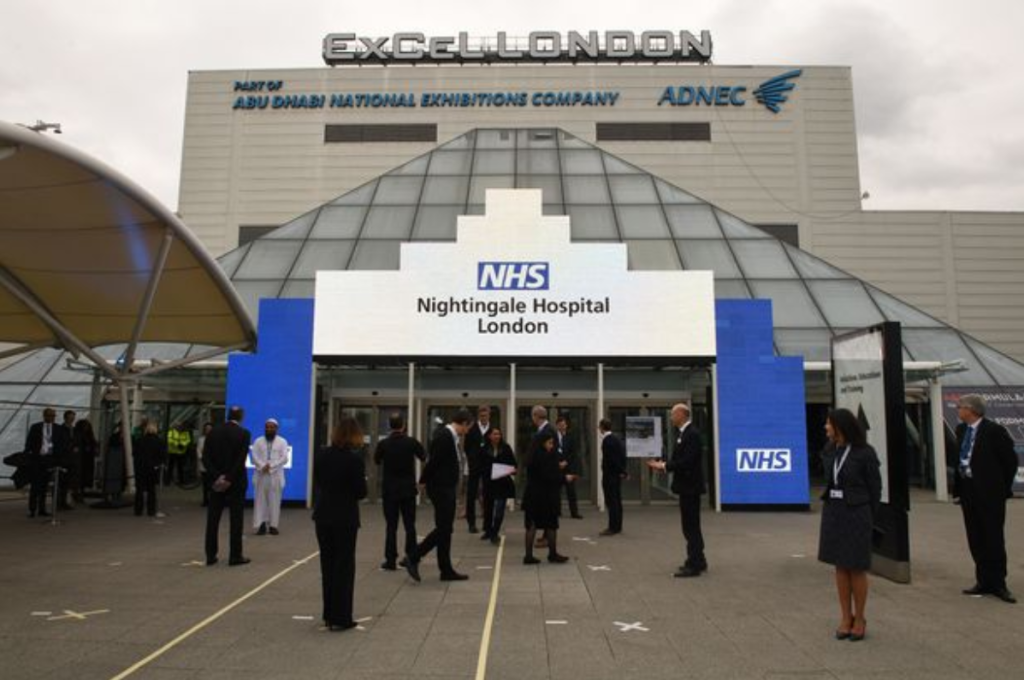 """伦敦""""方舱医院""""首次接收新冠肺炎患者 将需1.6万名医务人员"""