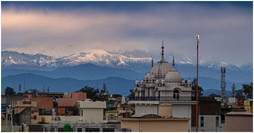 Stunning View of Himalayas Visible After 30 Years as Air Pollution in India Drops to an All-Time Low