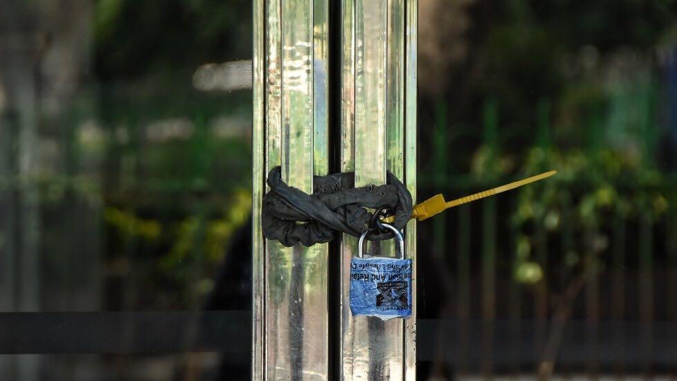 印度镇政府把47户人家给锁屋里了:屡次违反居家隔离规定