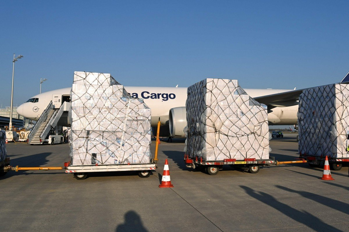 Coronavirus: Lufthansa resumes flights to China – to collect tonnes of masks and equipment for Germany