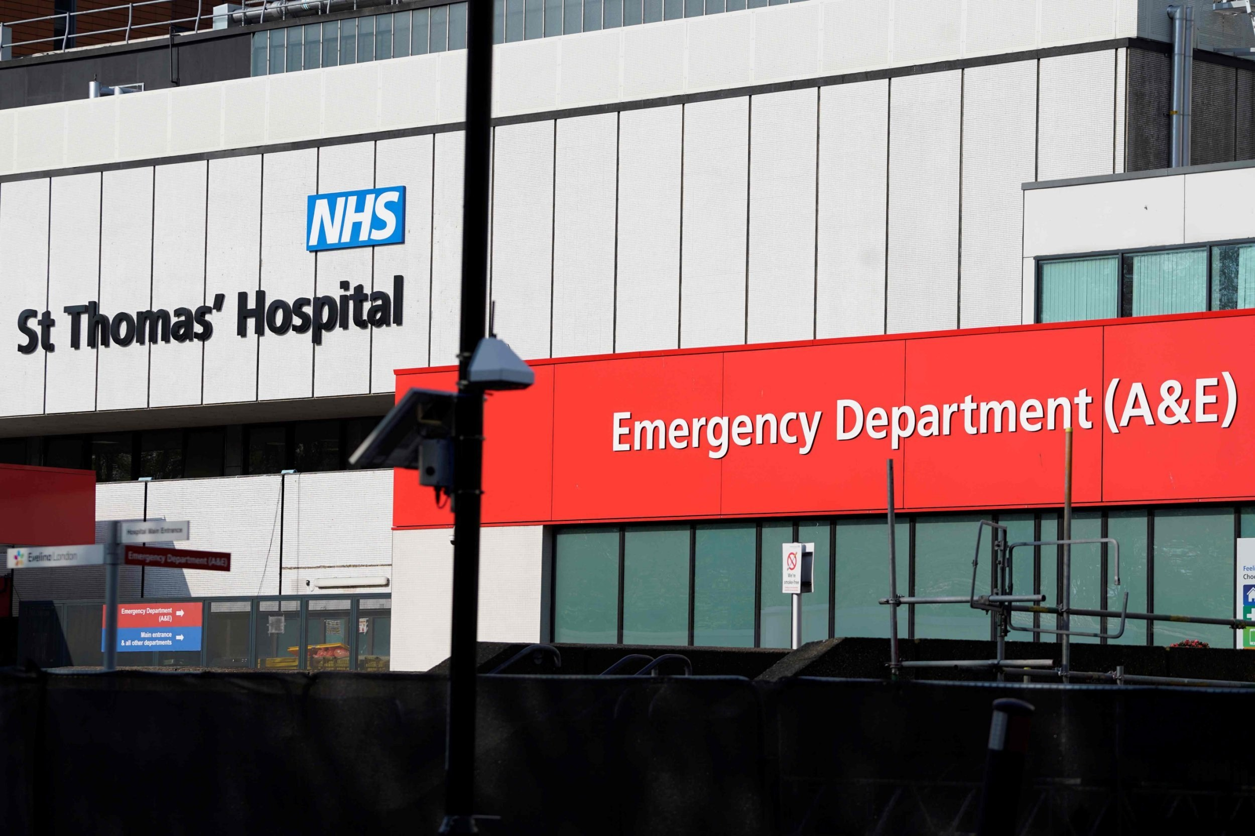 More than 51% of coronavirus patients admitted to intensive care are dying
