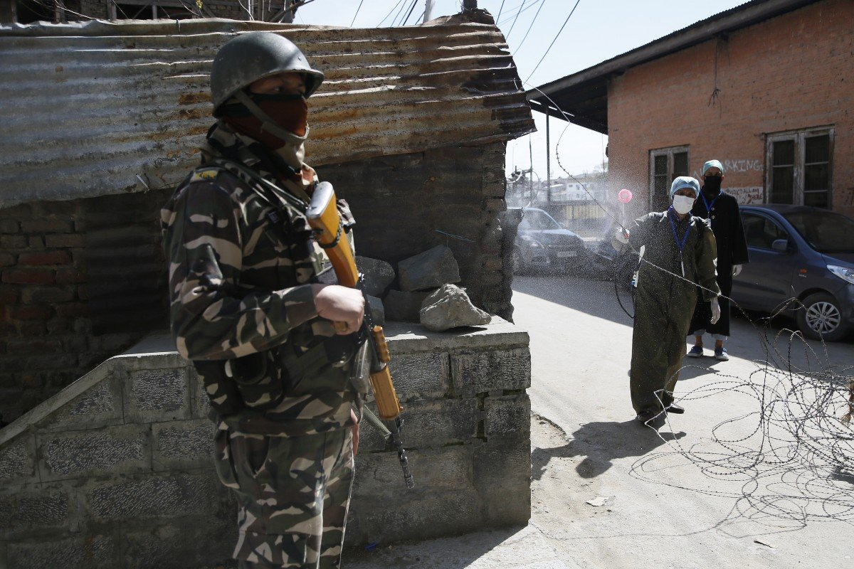 Three killed as Pakistan and India troops exchange heavy fire in Kashmir