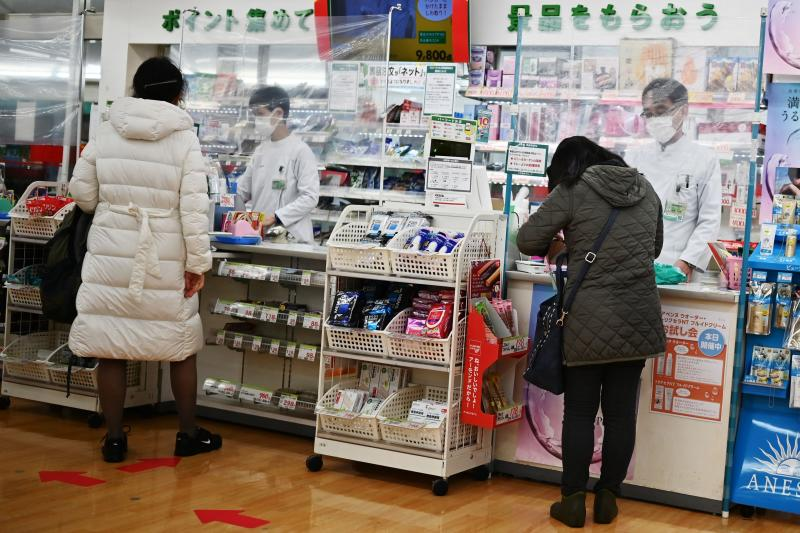 Japan convenience stores use plastic sheets for social distancing