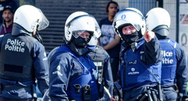 疫情封锁期间比利时发生骚乱,一青年逃避检查时撞上警车身亡