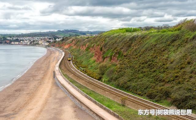 全球最刺激铁路:火车需从巨浪中穿行,却仍有众多游客前去体验!