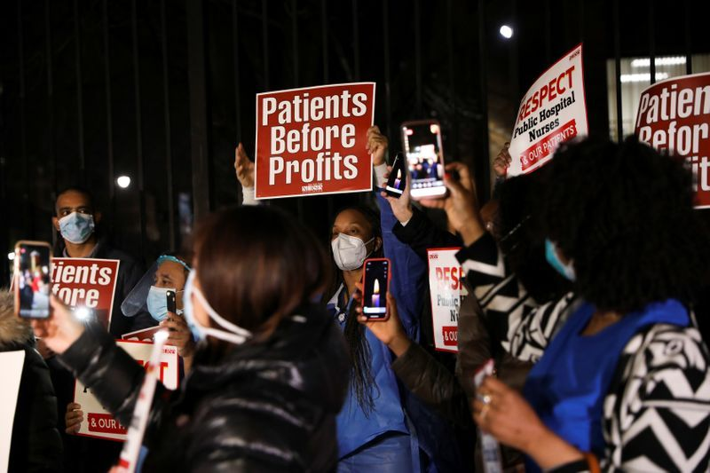 With cheers, New York nurses greet reinforcements from across the u.S