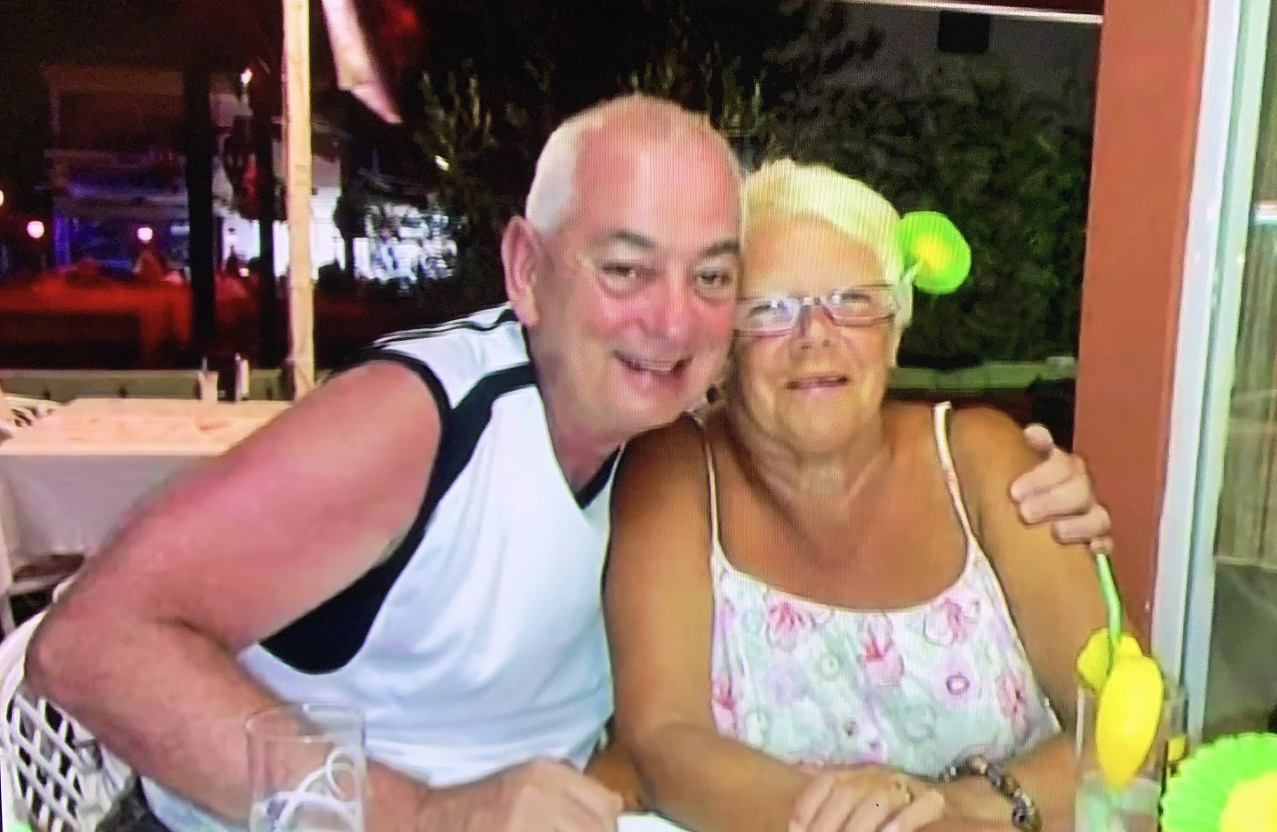 Nurse who died with coronavirus was 'working with paper mask, gloves and pinny'