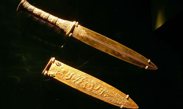 Egypt: How archaeologists found 'out of this world' iron dagger in Tutankhamun's tomb