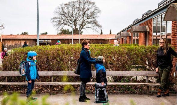 丹麦幼儿园小学复课 近4万家长齐声质疑