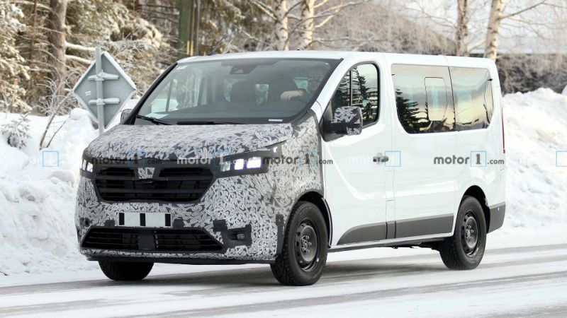 Renault Trafic spied getting ready for yet another facelift