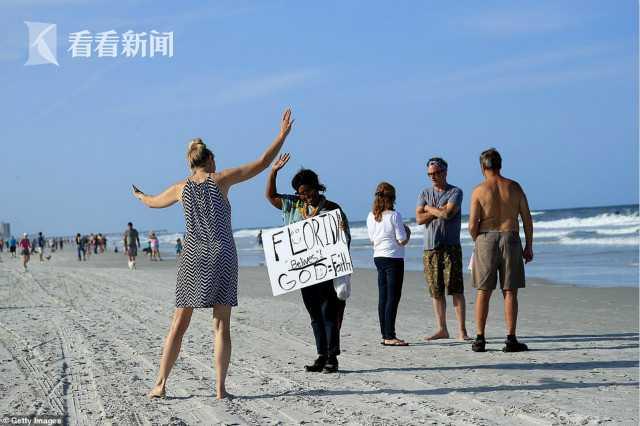 佛罗里达州海滩重新开放 20分钟内被挤爆惹争议
