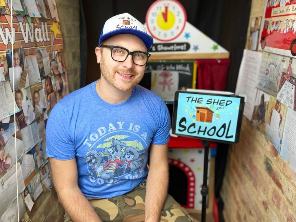 Teacher creates free virtual school in his shed to help kids during the pandemic