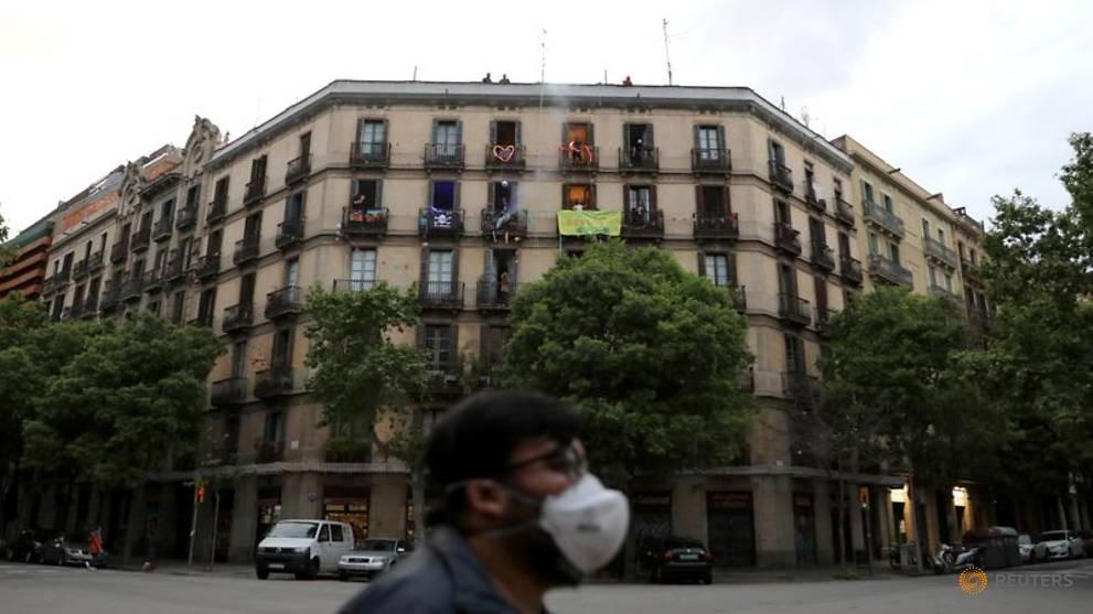 Spain's COVID-19 deaths surpass 20,000 as it mulls extending confinement
